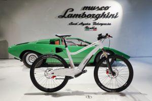 ランボールギーニ E-bike 白